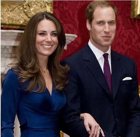 Kate cười rạng rỡ và hạnh phúc trong ngày đính hôn của mình. Ảnh: AP.